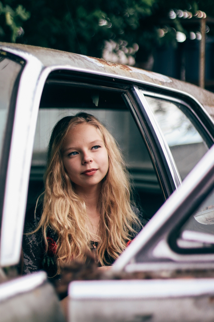 Lydia-Briggs-car-vertical3